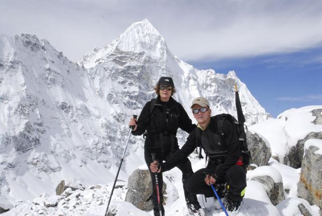 Benito y Pol con el Wedge Peak al fondo
