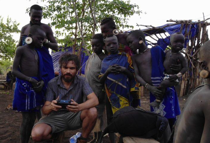 Paco Acedo regresa de su última expedición en la que ha convivido con las tribus de la cuenca del río Omo